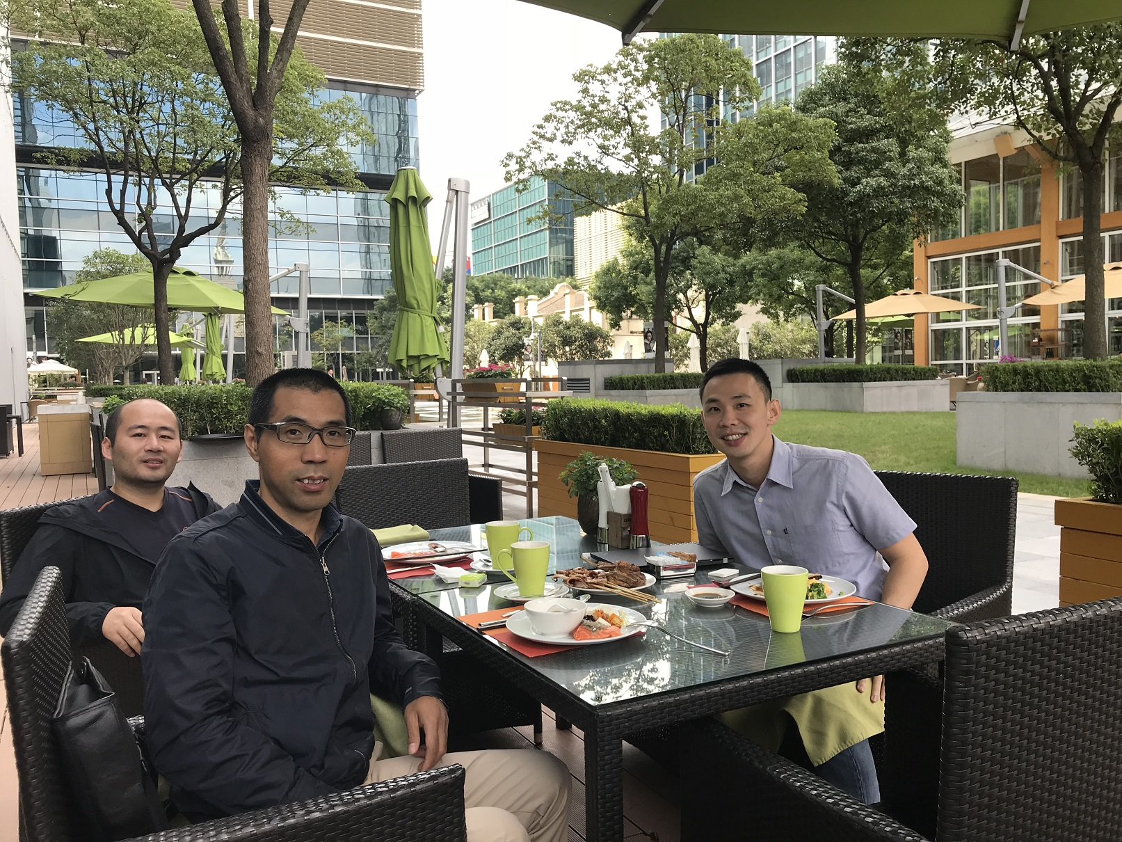 Lunch with Bing and Michael enjoying good food in the autumn outdoor!