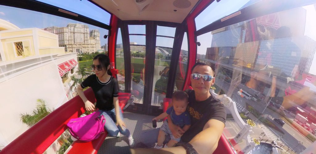 Exploring Wynn Hotel in the cable car!
