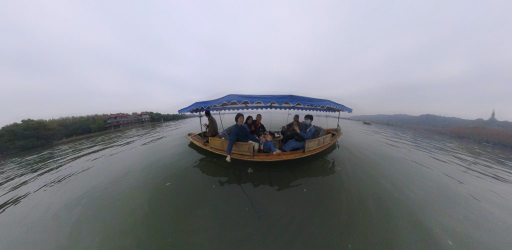 Exploring the west lake by boat!