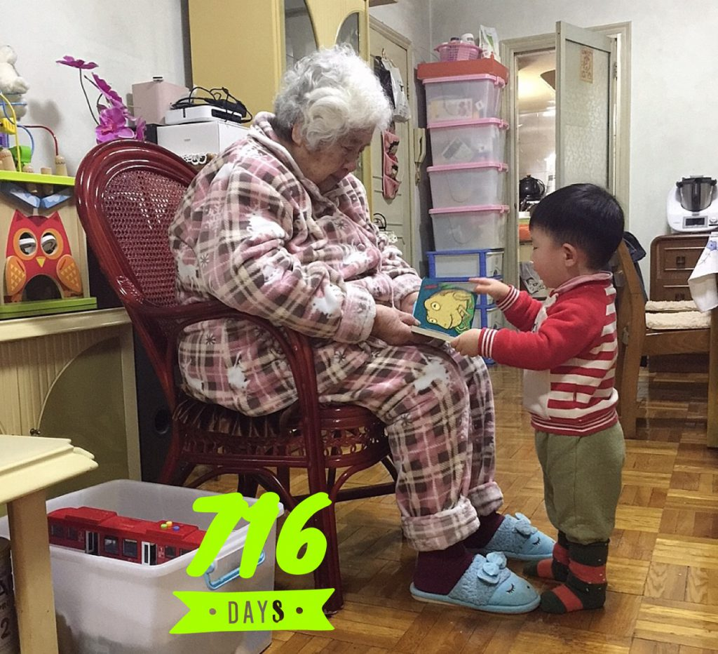 Lucas Day 716! Reading to 太婆!
