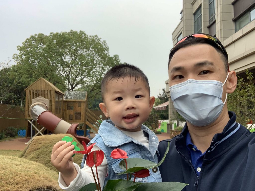 Posing with his Anthurium plant (红掌)