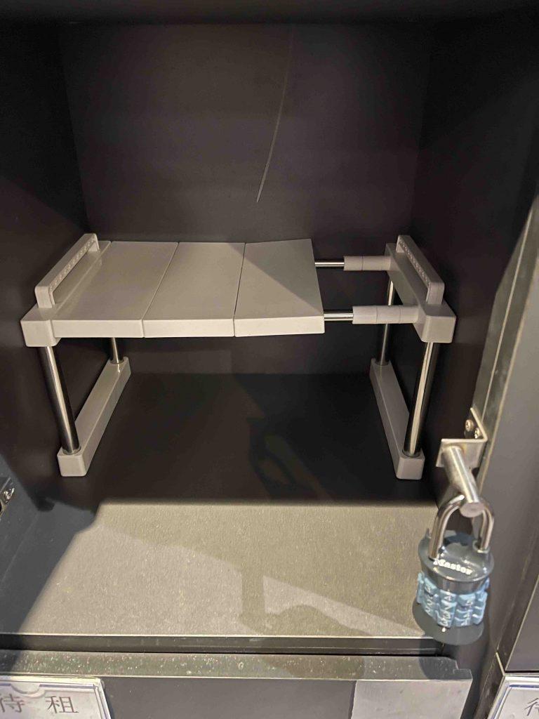 Added a rack in the locker!